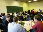 Vivid discussions between speakers and participants during the lunch break.